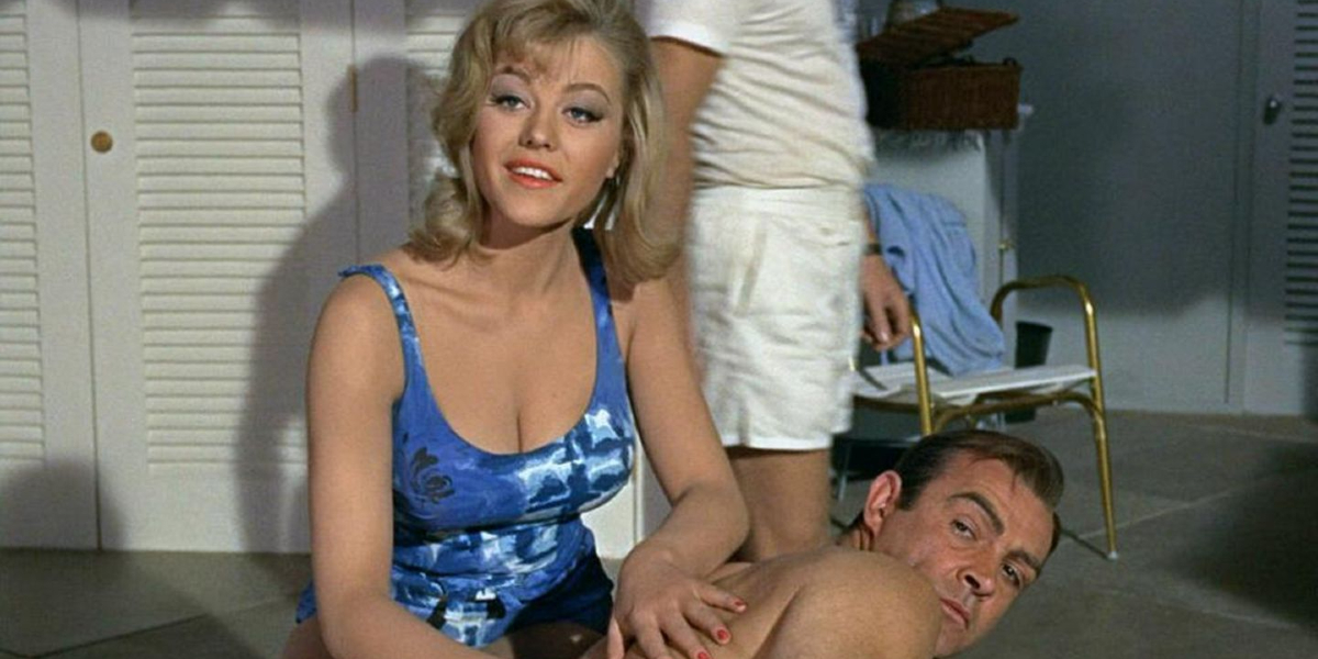 Goldfinger Margaret Nolan giving Sean Connery a massage