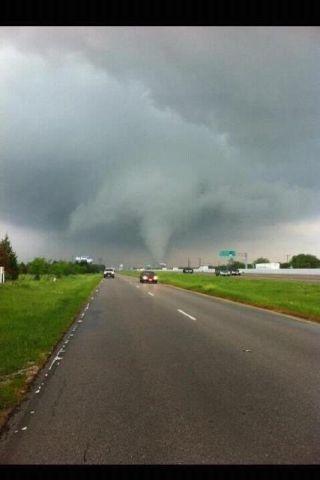 tornadoes today in texas, dallas torando images, photos dallas tornado, tornado damage dallas, torando warnings in dallas