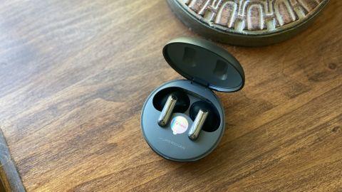 Les LG Tone Free FP8 dans leur boîtier