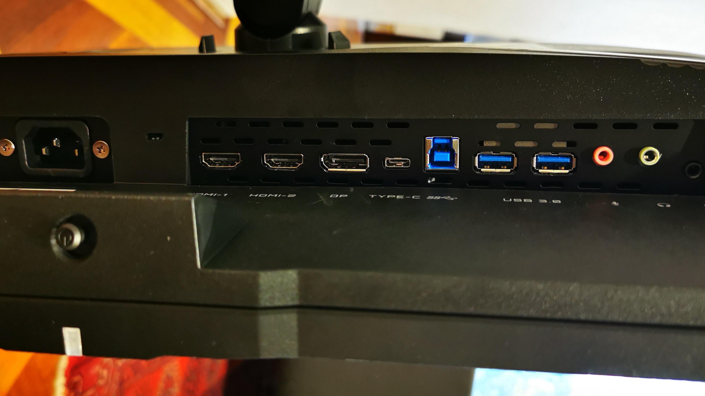 Gigabyte Aorus FI32U light ports