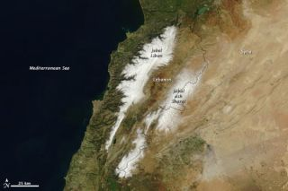 lebanon-snow-110325-02