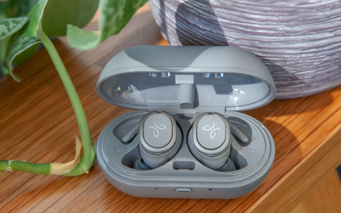 Jaybird Run XT Review: These Waterproof Bluetooth Earbuds Fall Short