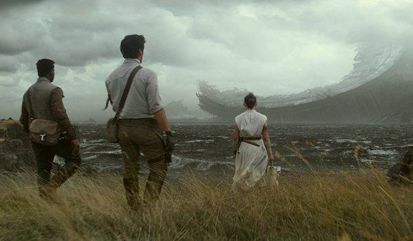 Rise of Skywalker protagonists at Death Star wreckage