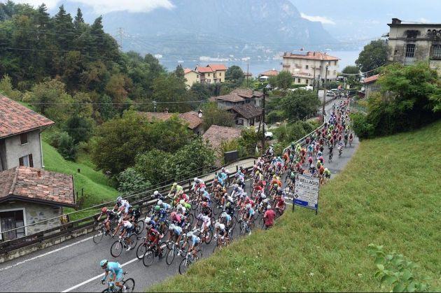 The peloton in the 2016 Il Lombardia