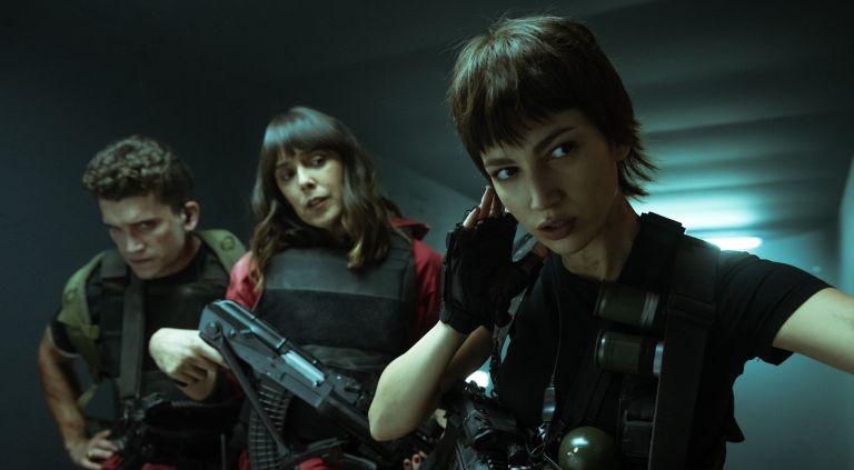 JAIME LORENTE as DENVER, BELÉN CUESTA as MANILA, ÚRSULA CORBERÓ as TOKIO in episode 04 of LA CASA DE PAPEL, is Money Heist in English