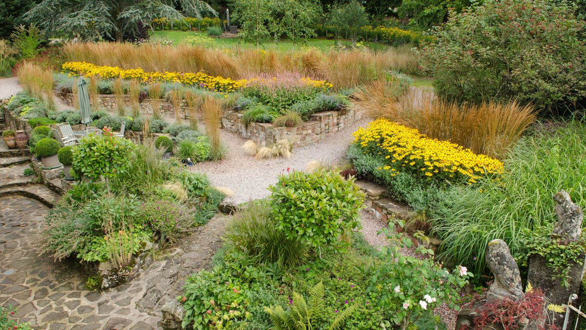 5 ways this sloping prairie-style garden is planted for year-round interest