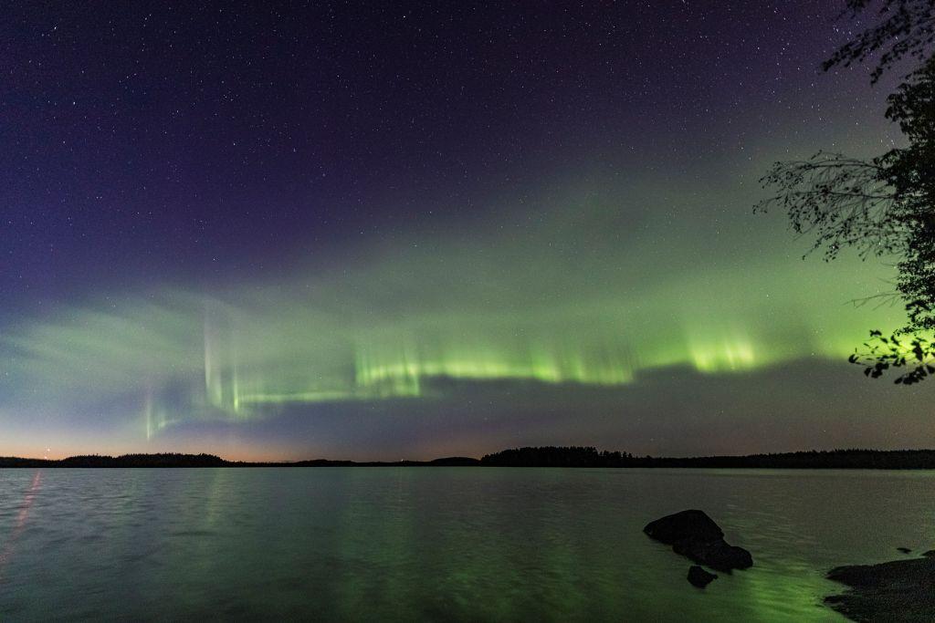 Glowing green 'dunes' in the sky mesmerized skygazers. MgNuxgqKdunKte8DoYTXRM-1024-80