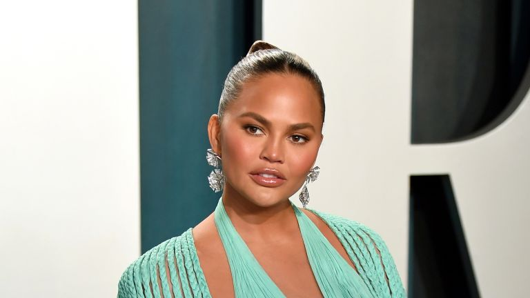 Chrissy Teigen attends the 2020 Vanity Fair Oscar Party hosted by Radhika Jones at Wallis Annenberg Center for the Performing Arts on February 09, 2020 in Beverly Hills, California