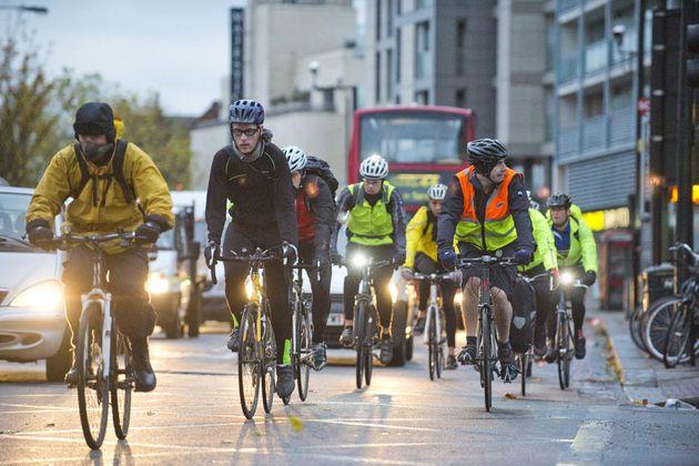 cycling_commuting_4331934
