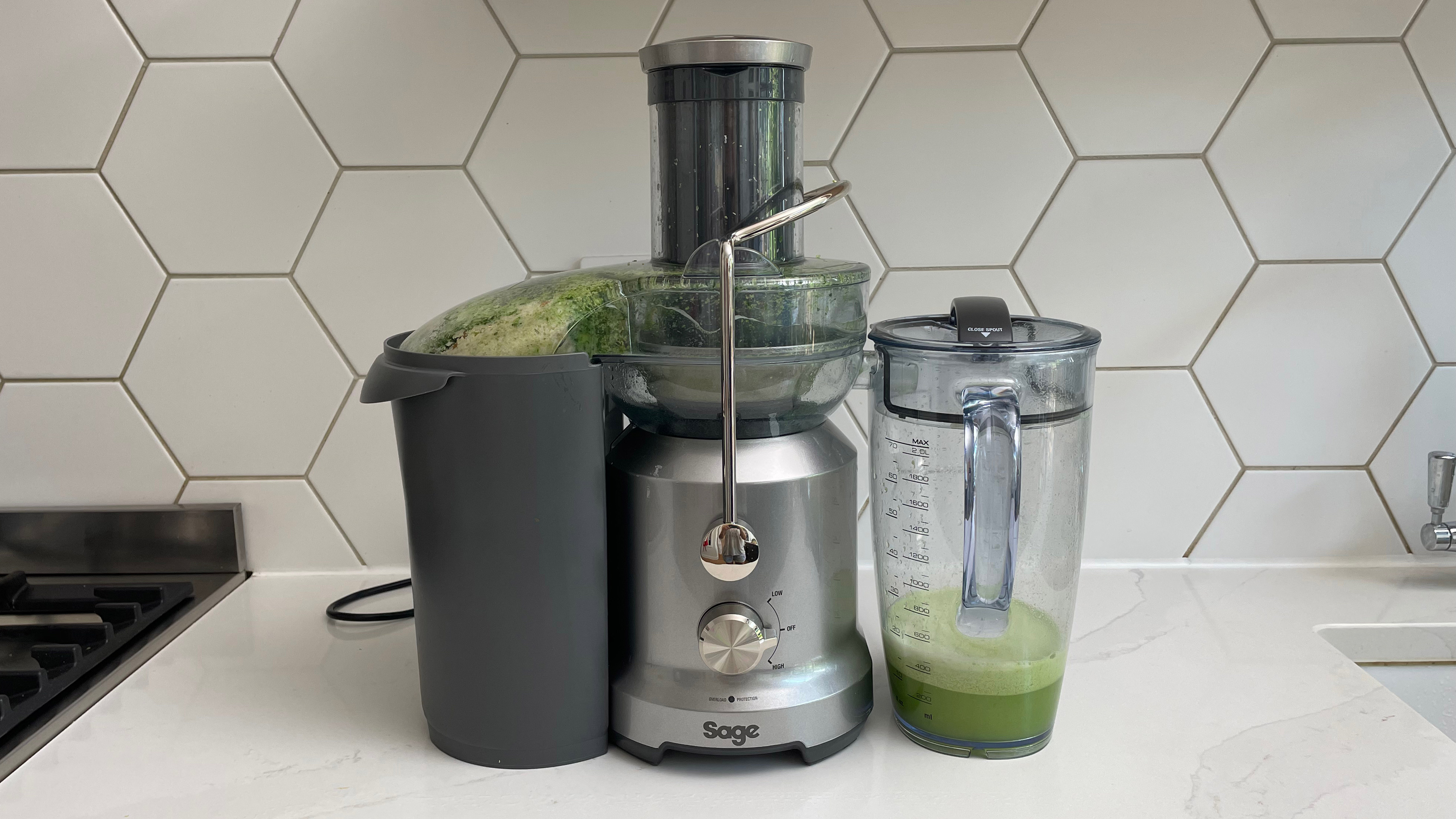 Breville the Juice Fountain Cold filled with green juice