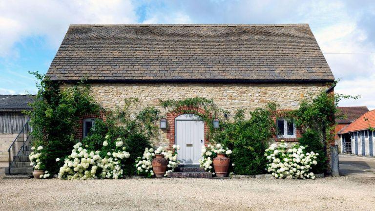 exterior Sarah Vanrenen Wiltshire country barn