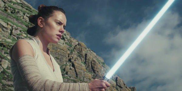 The Last jedi Daisy Ridley Rey lightsaber
