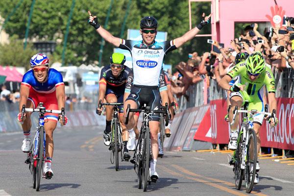 Mark Cavendish wins Giro d'Italia 2013 stage one