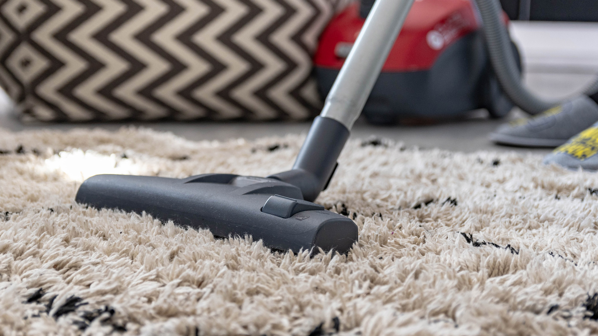 Canister vs upright vacuums - which should I buy?