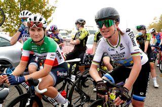 Elisa Longo Borghini and Anniek van Vleuten at the start of stage 1