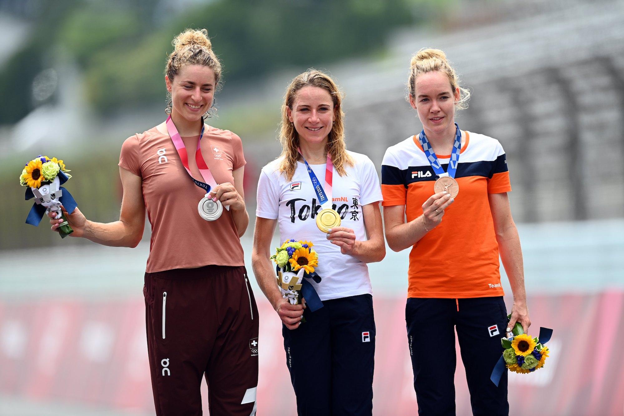 Annemiek van Vleuten gana la contrarreloj olímpica de Tokio 2020