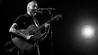Jon Gomm live black and white shot