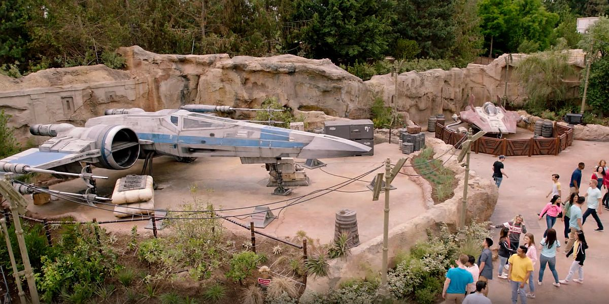 X-wing and A-wing at Galaxy's Edge
