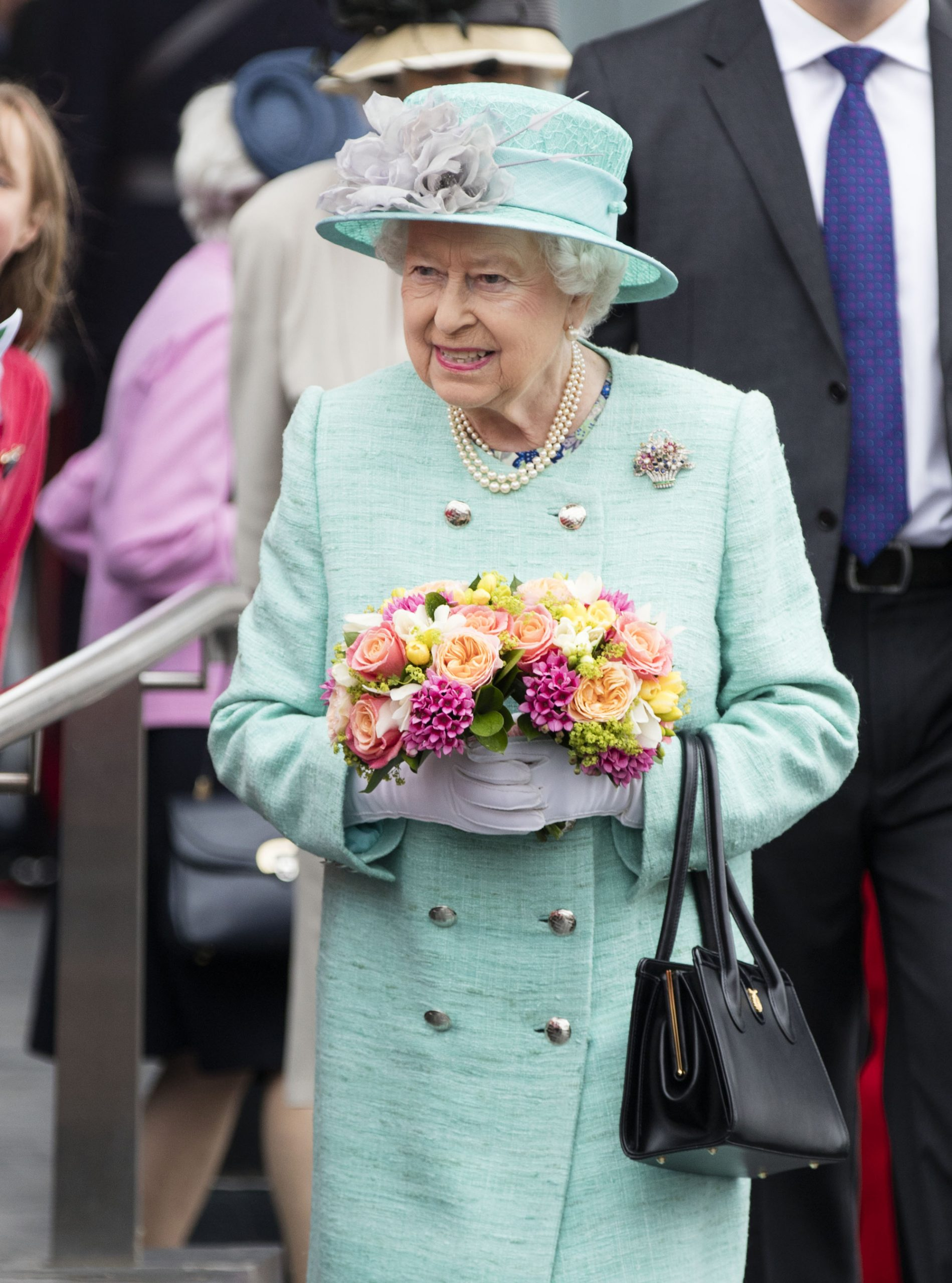 how to write to the Queen Elizabeth II