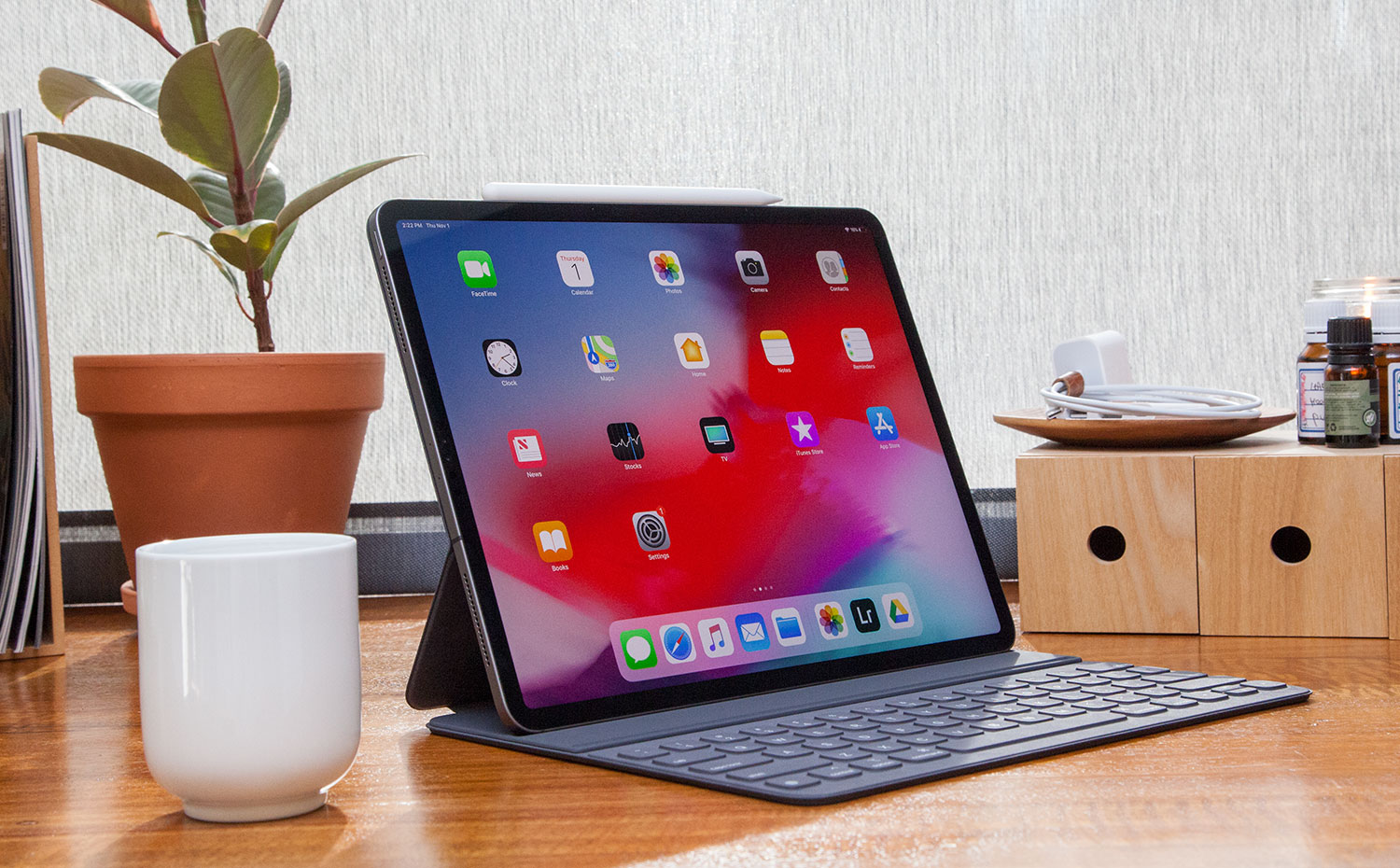 Fold-Up Keyboard Case Turns Your iPad Into A Laptop [Review ... | 930x1500