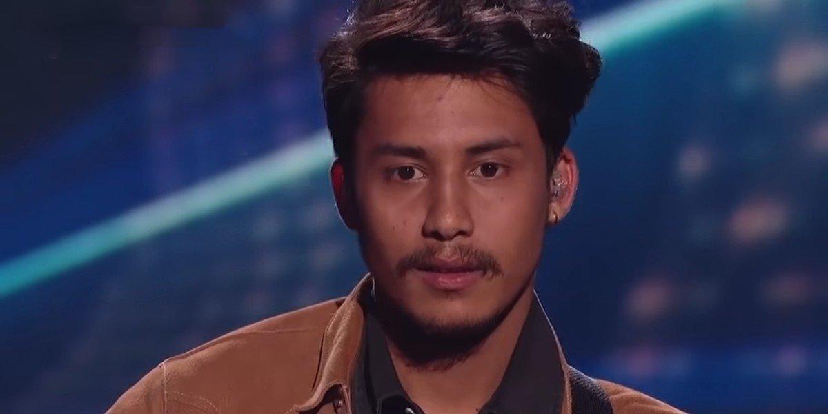 "Arthur Gunn receiving critique after his performance of Goo Goo Dolls' ""Iris"" on American Idol"