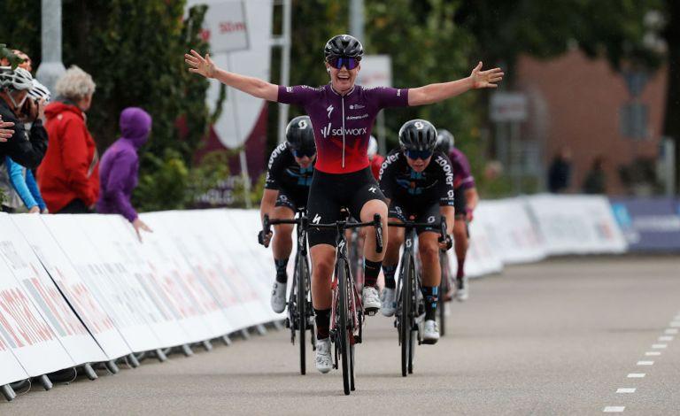Lonneke Uneken (SDWorx) wins a crashed marred stage 3 of the 2021 Simac Ladies Tour