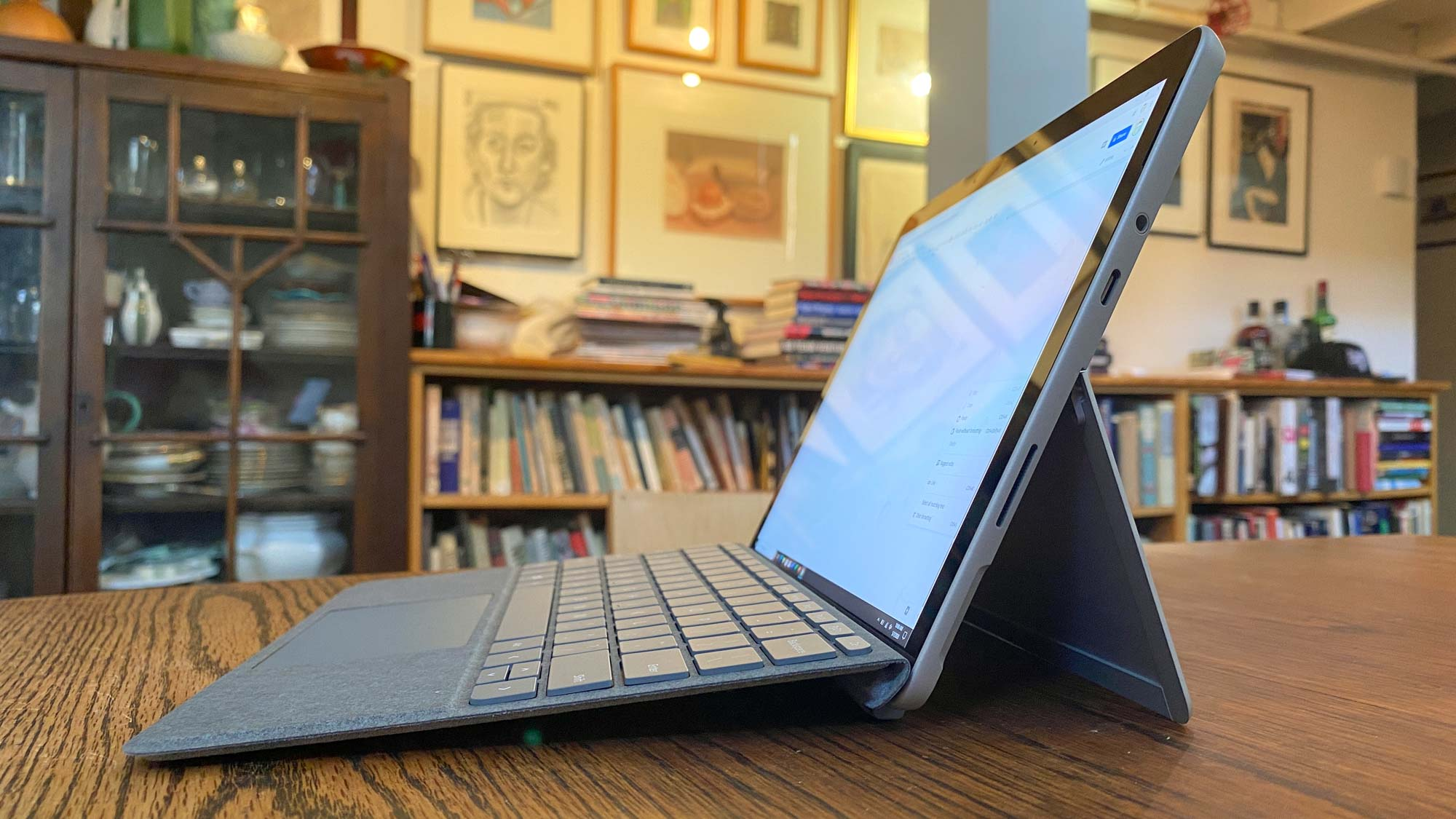 Revisión de Microsoft Surface Go 2 - perfil lateral
