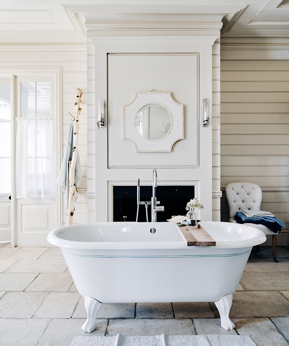 Classic country bathroom with roll-top bath | Homes & Gardens