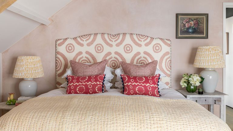 Bed ideas with pink wall and headboard