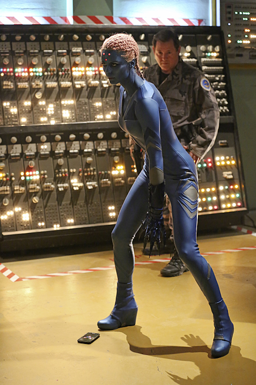 Smallville's Laura Vandervoort Looks Great As The New ...