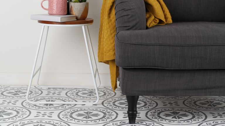 Floor stencils: Sofa with patterned painted floor