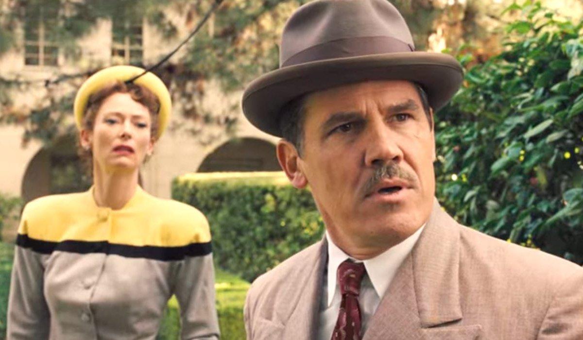Tilda Swinton and Josh Brolin look shocked in a courtyard in Hail, Caesar.