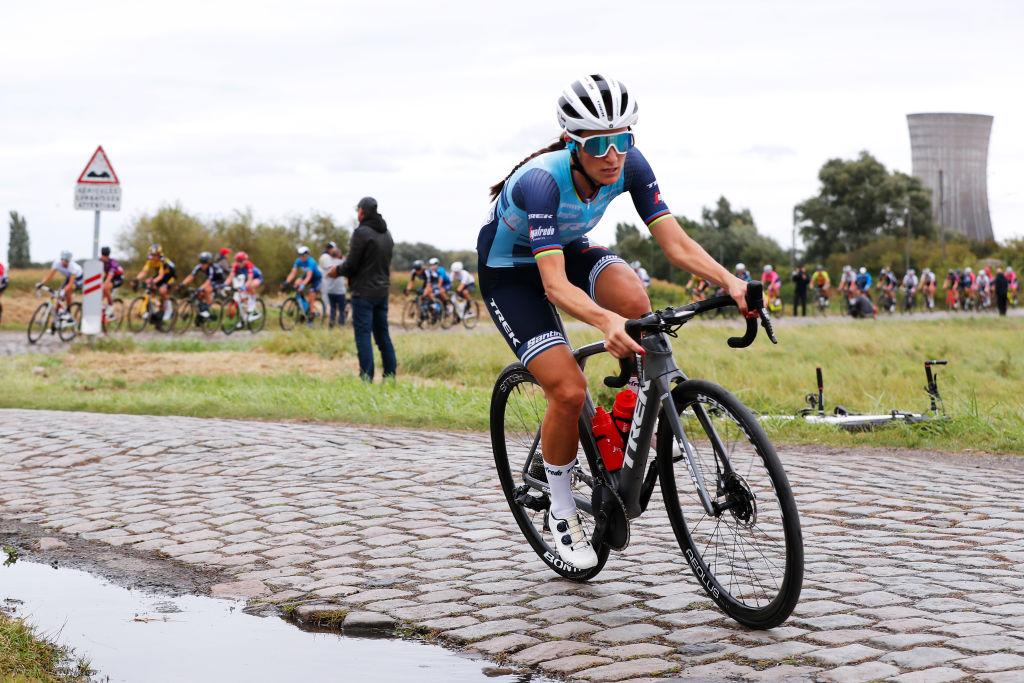Lizzie Deignan solo at Paris-Roubaix Femmes