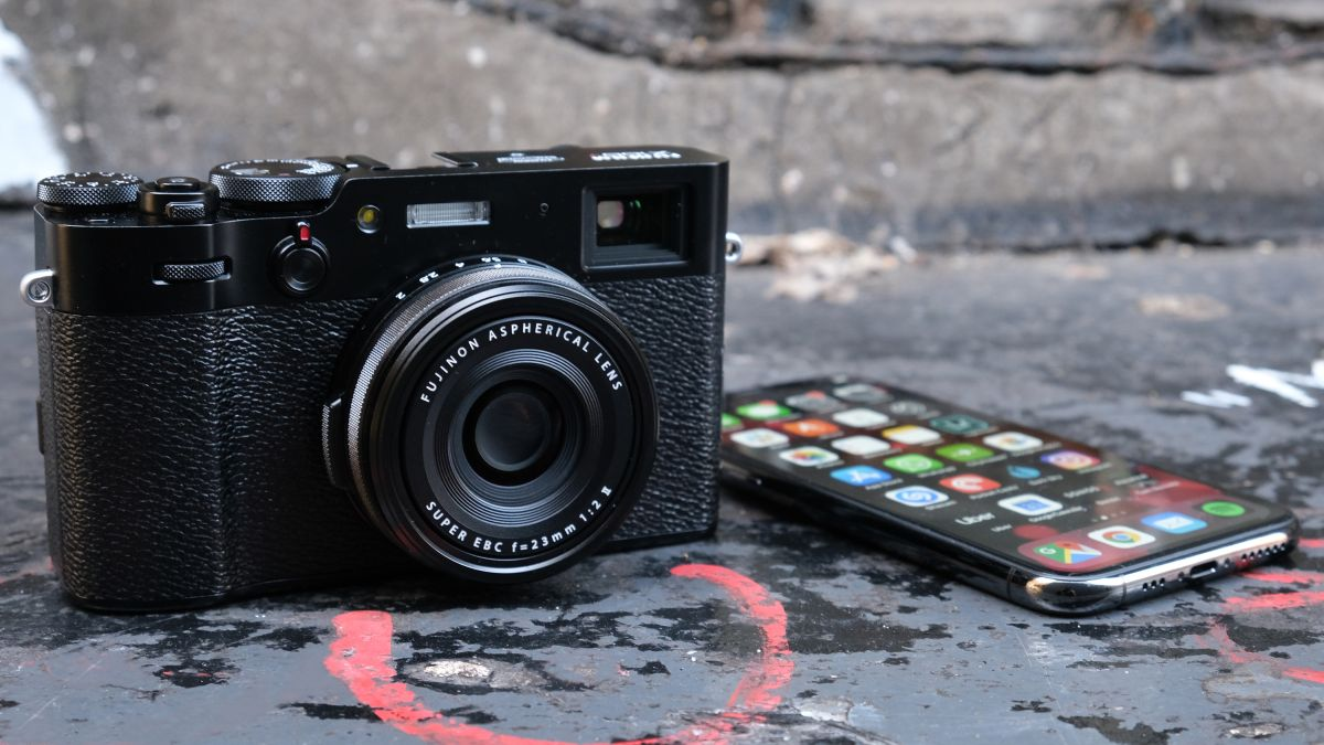 Why the Fujifilm X100V is a better street photography camera than my iPhone 11 Pro