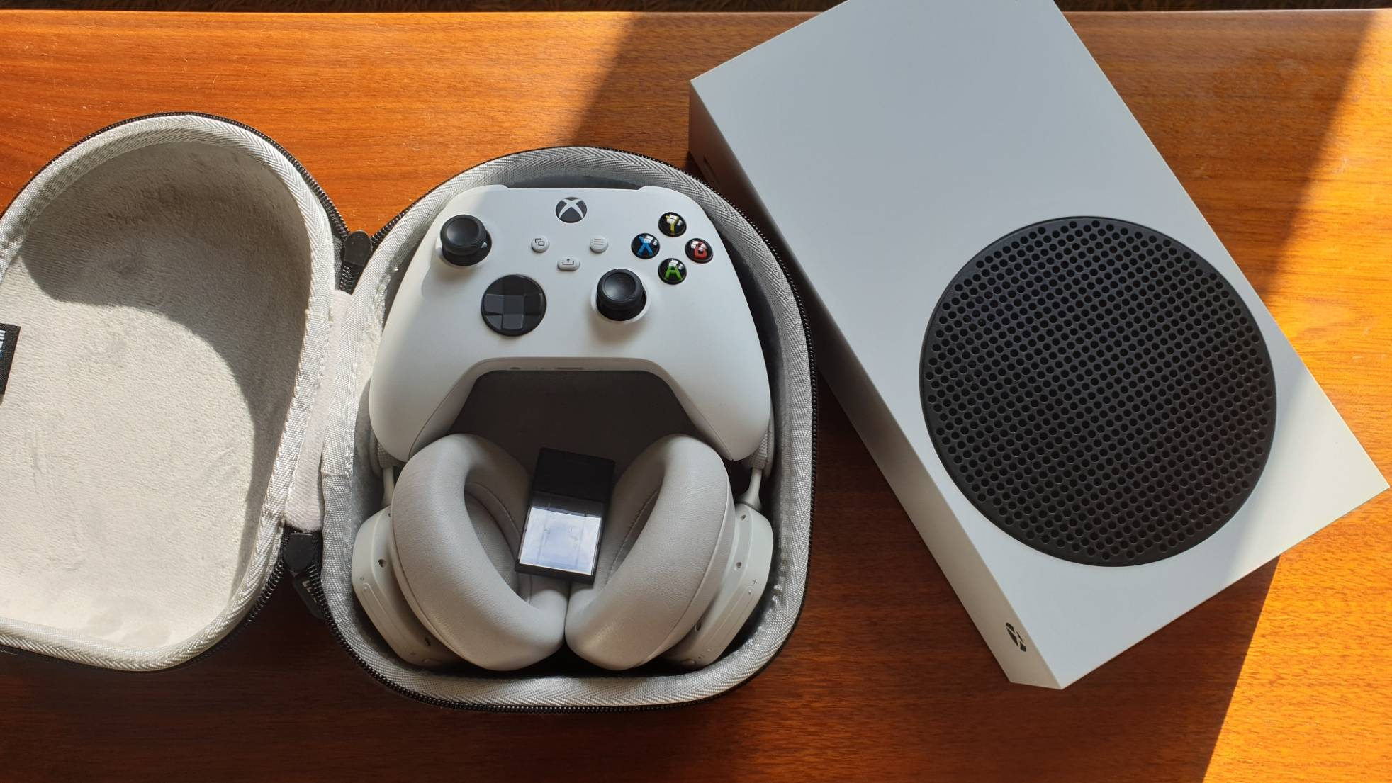 Microsoft Xbox Series S, controller and Beoplay Portal headphones