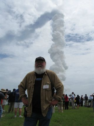 Veteran aerospace reporter Leonard David at final shuttle launch