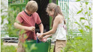camping bucket ideas: kids doing laundry