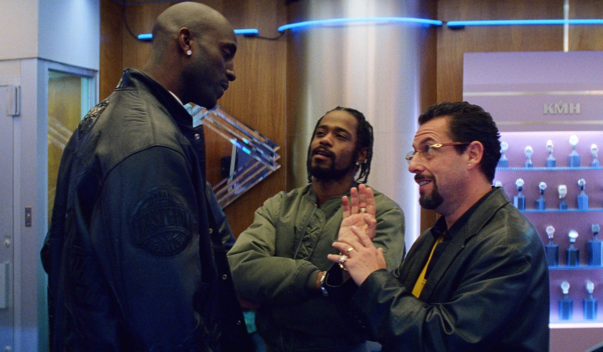 Uncut Gems Adam Sandler talks to Kevin Garnett with Lakeith Stanfield on the side