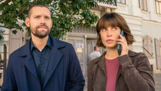 fbi international Luke Kleintank as Special Agent Scott Forrester and Heida Reed as Special Agent Jamie Kellett cbs