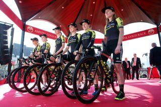 The Mitchelton-Scott Women's team for the 2019 Amstel Gold Race, including Annemiek van Vleuten (far right) and Amanda Spratt (second right)