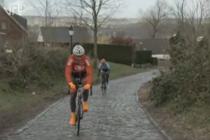 Can an amateur beat Johan Museeuw up the Oude Kwaremont with the help of a motor? (video)