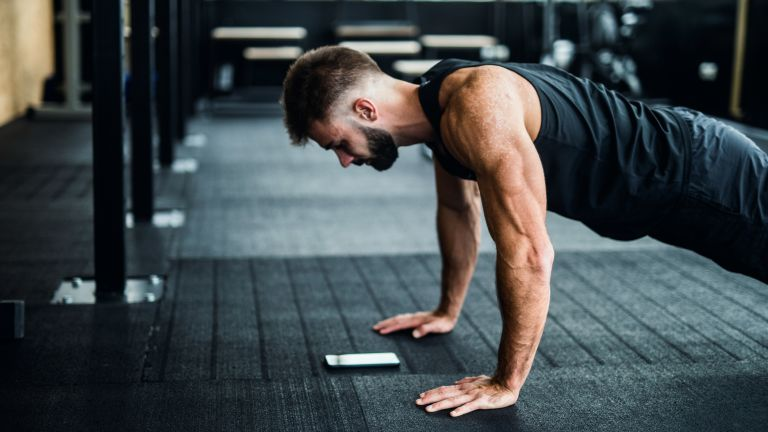 Fitness app used in gym