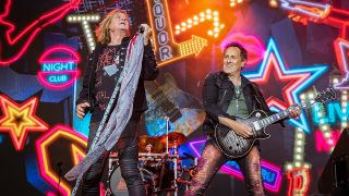 How Long Does Def Last >> Here S The Setlist From The Opening Night Of Def Leppard S Las Vegas