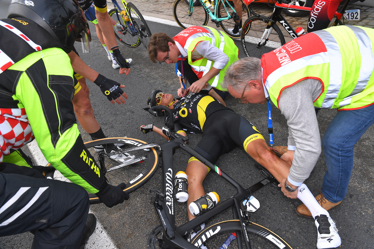 Reigning champion Niki Terpstra crashes out of Tour of Flanders 2019