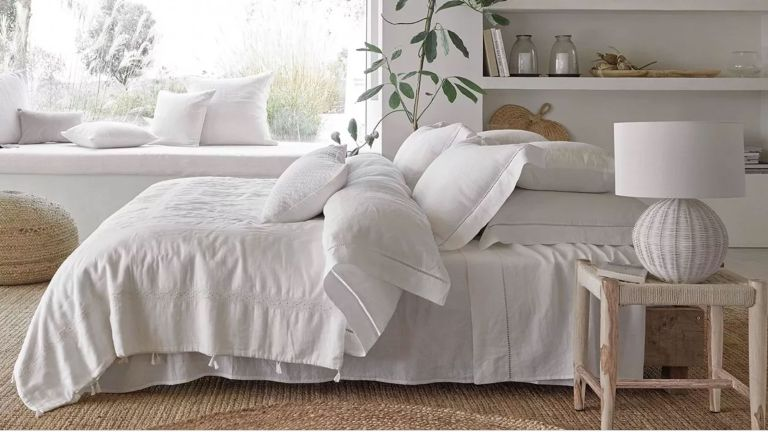 Bedroom-white bedroom-double bed-bedding