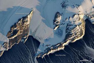antarctica-terra-nova-bay-110208-02