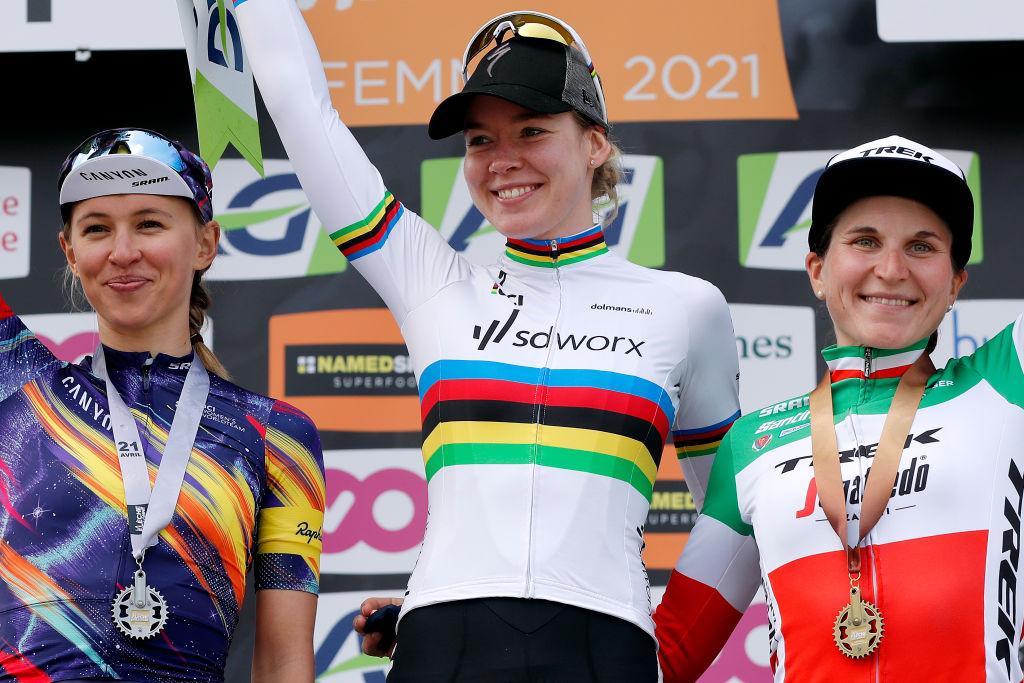 Anna van der Breggen took centre stage at the Fleche Wallonne Feminine