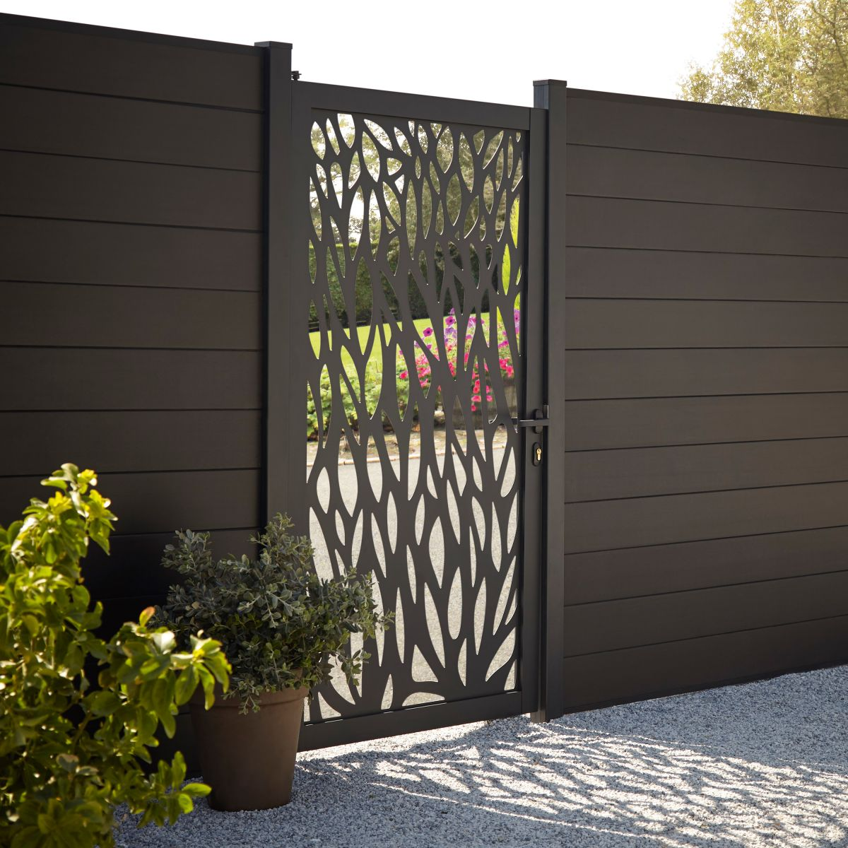 Garden fence ideas: 13 looks to suit every style | Real Homes