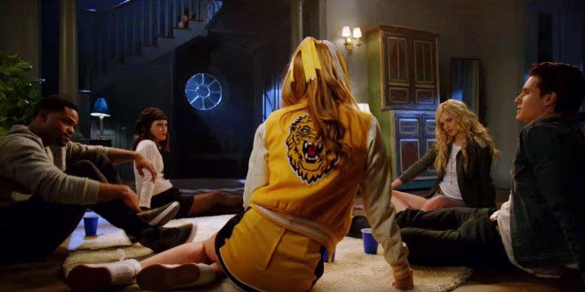 Bela Thorne, Robbie Amell, Andrew Bachelor, Samara Weaving, and Hana Mae Lee in The Babysitter