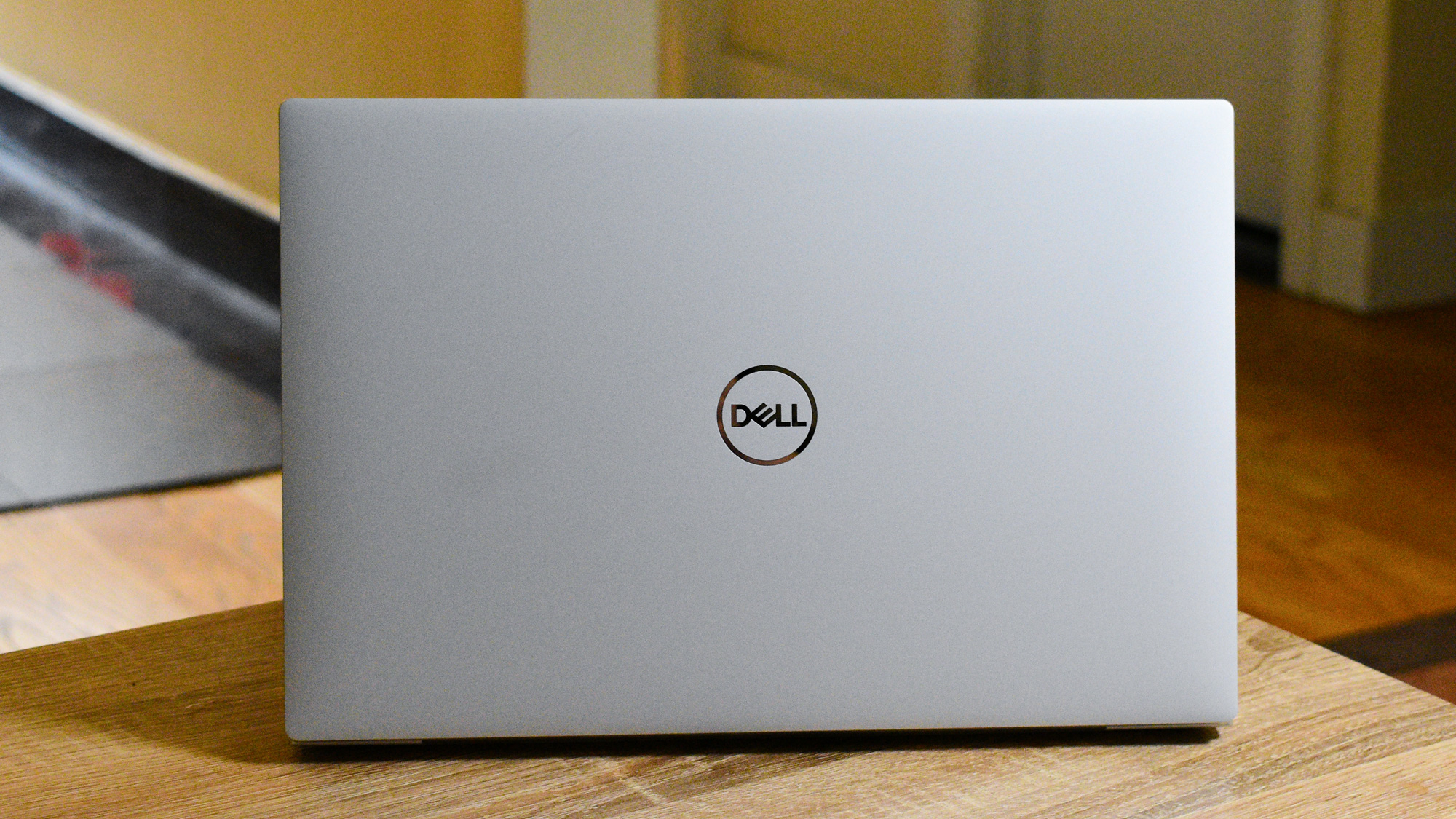 The Dell XPS 13 (2020) showcasing its lid on a coffee table